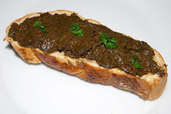 Champignons-Pepperoni-Pesto auf Chiabatta