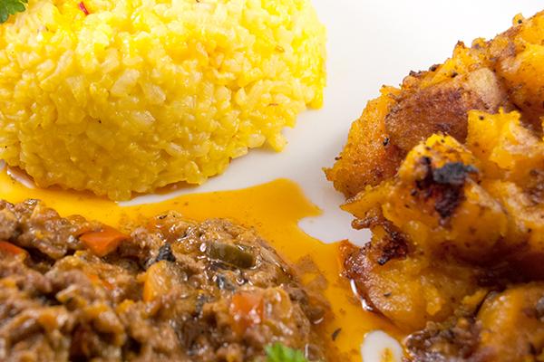 Butternuß-Kürbis-Gemüse, gelber Safranreis und Hackfleisch-Gemüse-Sauce