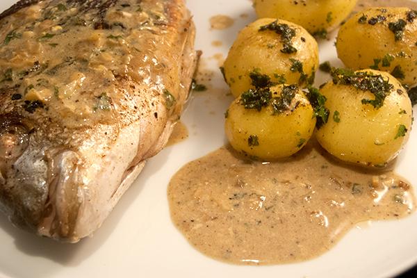Dorade mit Kartoffeln und Sauce