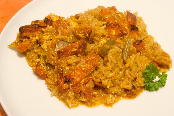 Fischcurry mit Fischfilet, Gemüse und Brühe mit gelber Curry-Paste