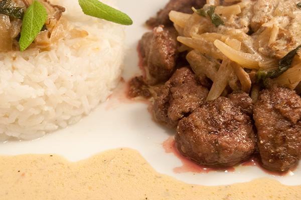 Kalbsleber-Geschnetzeltes mit Reis und Sauce