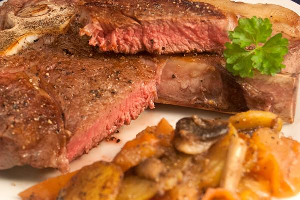Steak medium, mit Gemüse