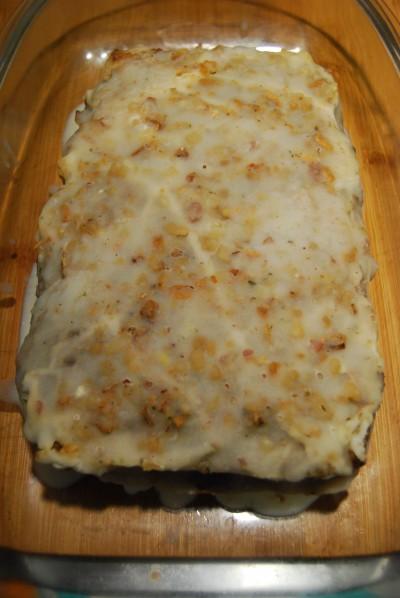 Fertig gebackene, mit Griebenschmalz überzogene und erkaltete Paté