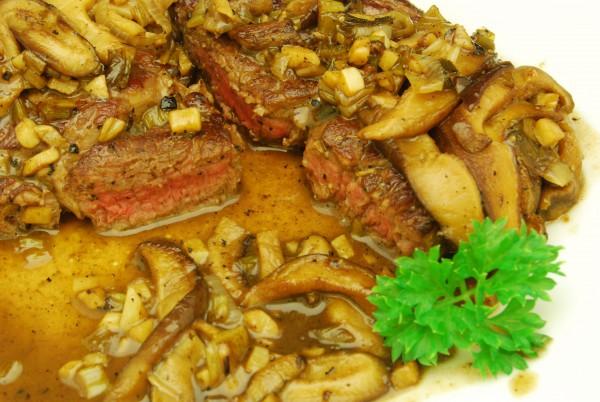 Steak medium und Sauce