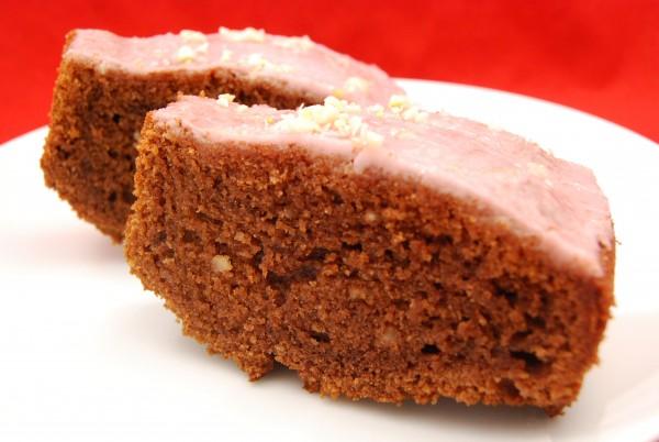 Leckerer Kuchen mit Rotweinglasur
