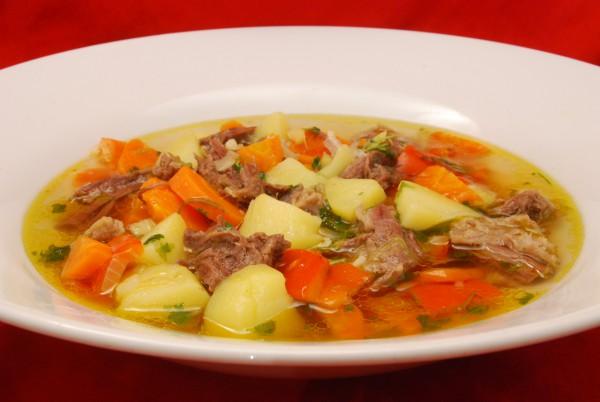 Im tiefen Suppenteller serviert