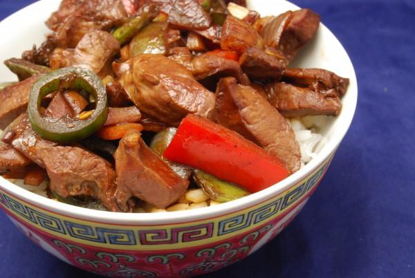 Leckere Innereie mit Gemüse asiatisch
