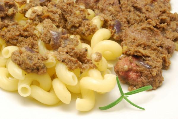 Wenig Pasta, Leber und Sauce