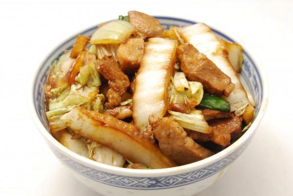 Schweinefleisch, Chinakohl, Reis und Sauce