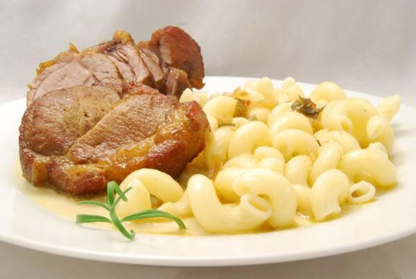 Krosser Schweinenacken, Pasta und viel Sauce