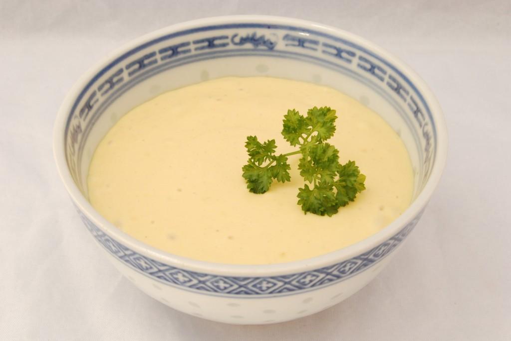 Frisch zubereitete Mayonnaise