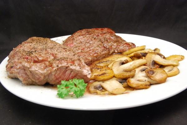Aufgrund unterschiedlicher Dicke das hintere Steak medium, das vordere rare
