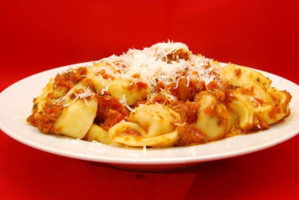 Eine volle Portion Tortellini mit Pesto