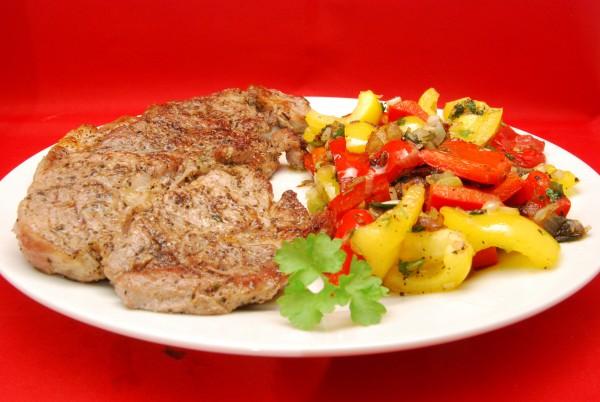 Leckere Koteletts mit Gemüse