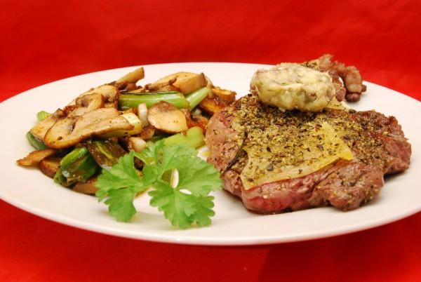 Leckeres Steak medium mit Gemüse