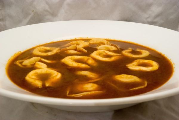Sauer-scharfe Suppe mit Einlage