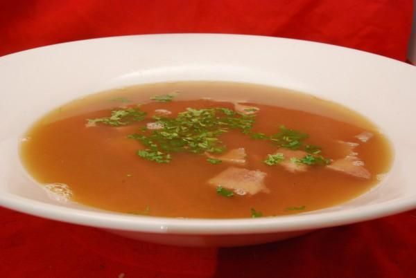 Wohlschmeckende Suppe mit Zunge