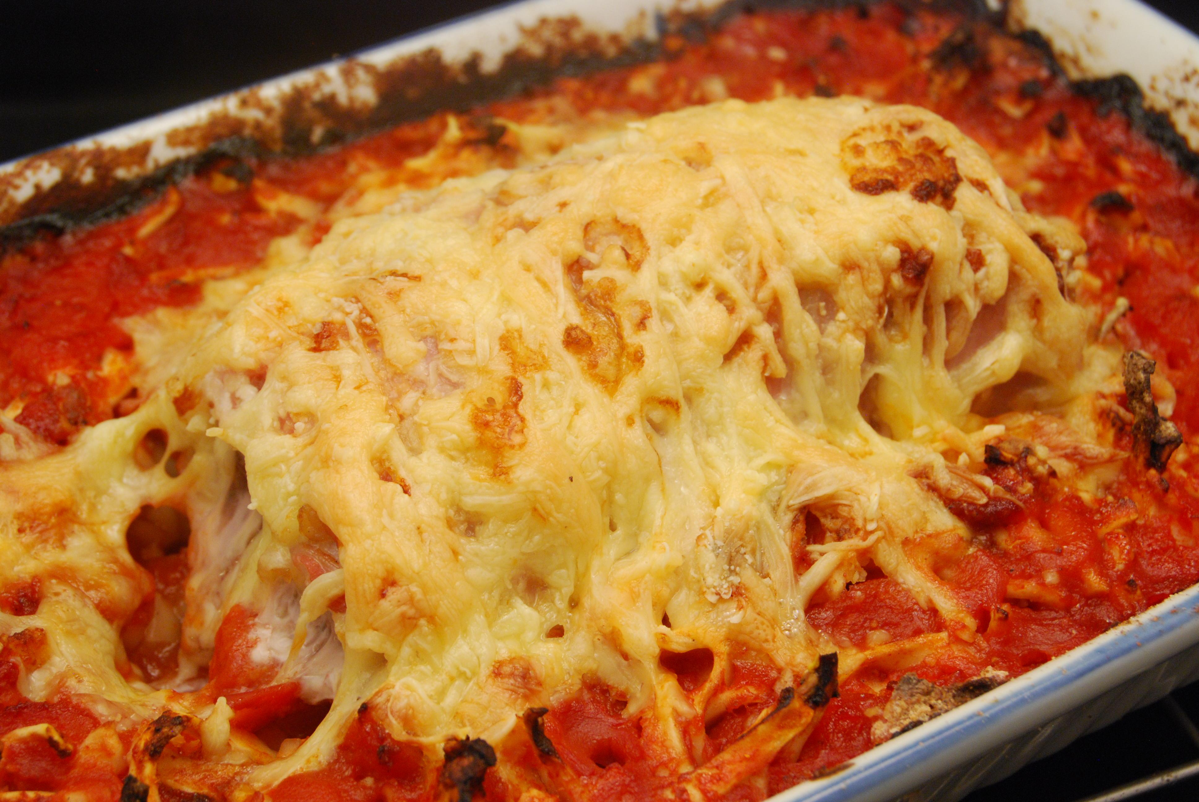 Überbackenes Filet mit Tomaten