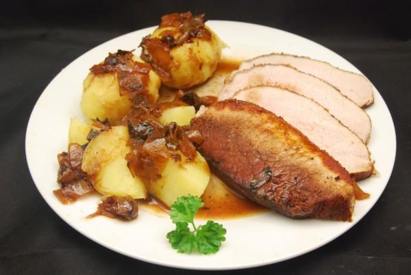 Leckerer Braten mit Kartoffeln