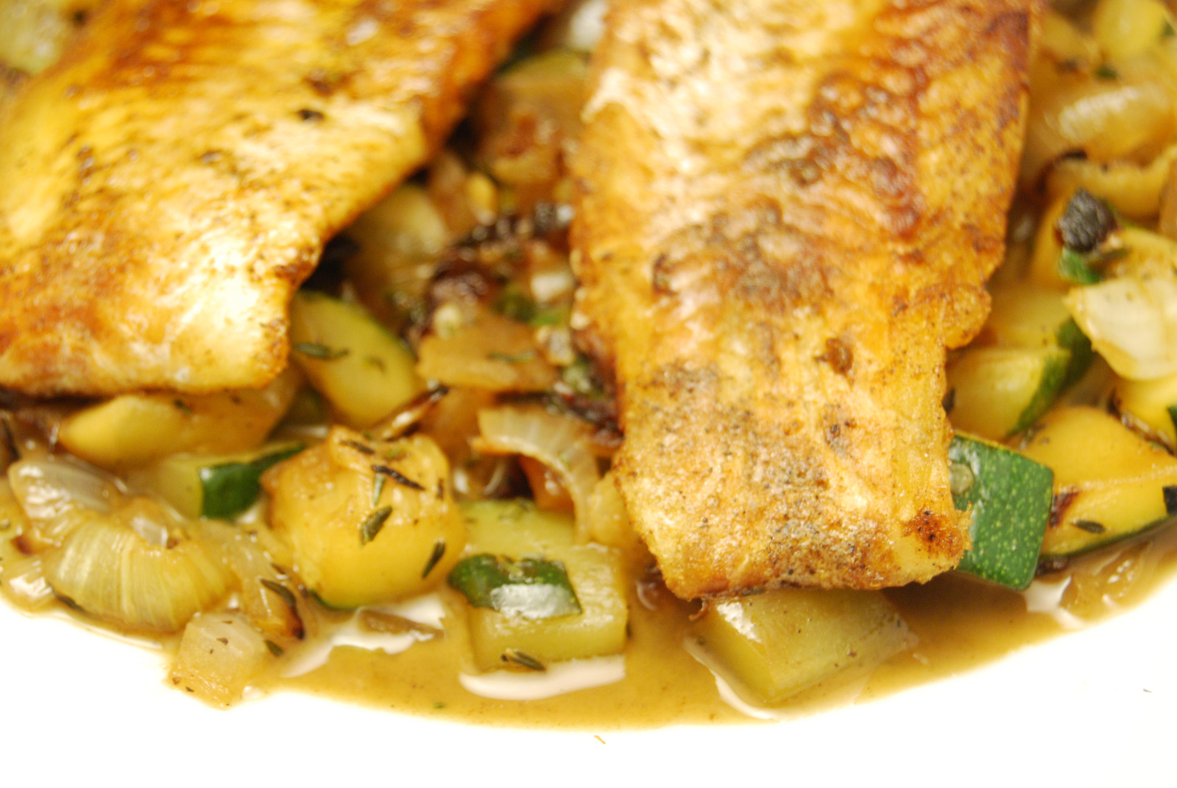 Seelachsfilets mit Zucchini-Gemüse