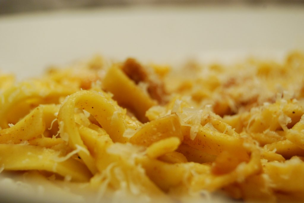 Geschnetzeltes mit Bandnudeln in würziger Zitronen-Sauce