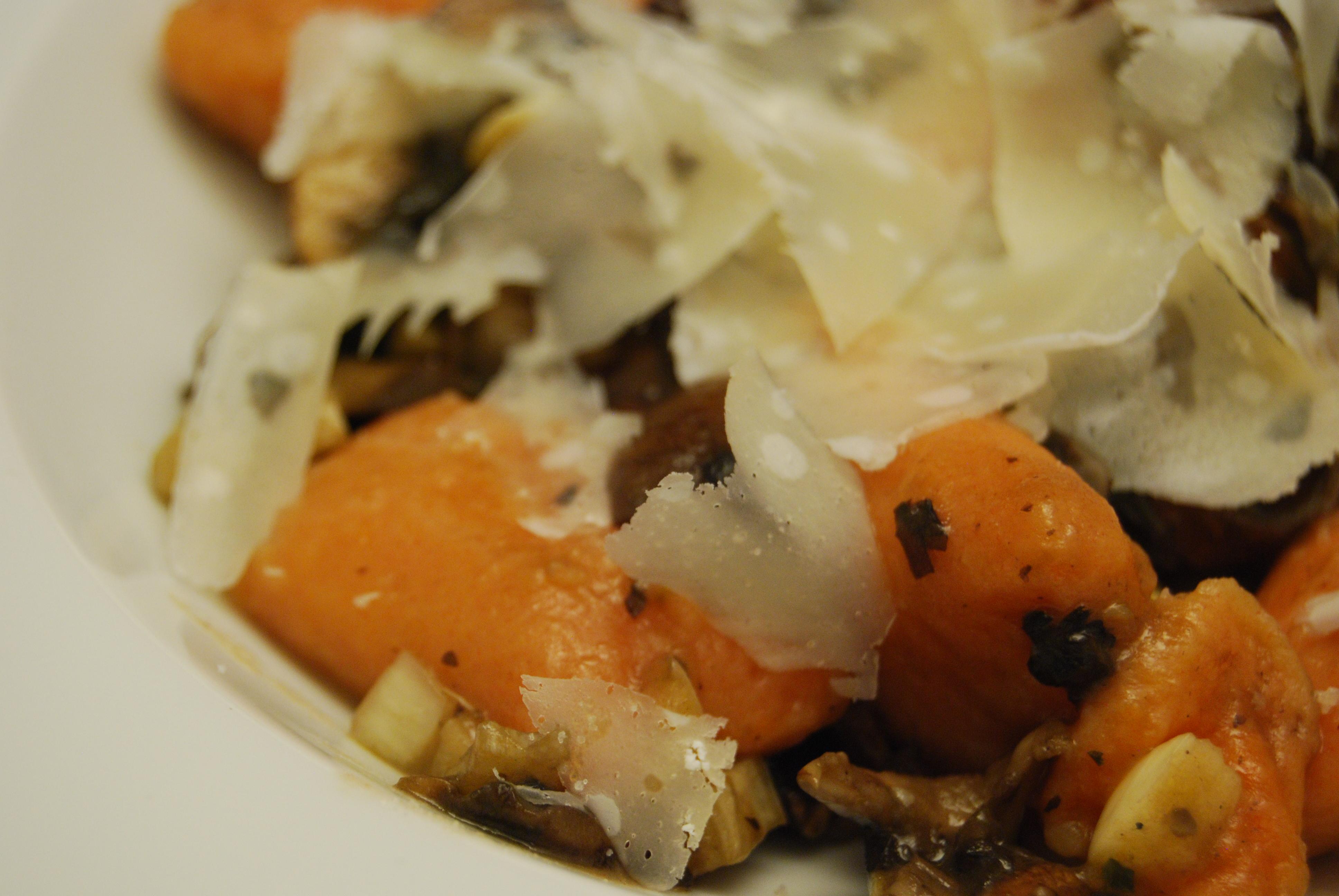 Ravioli mit Champignons aglio e olio