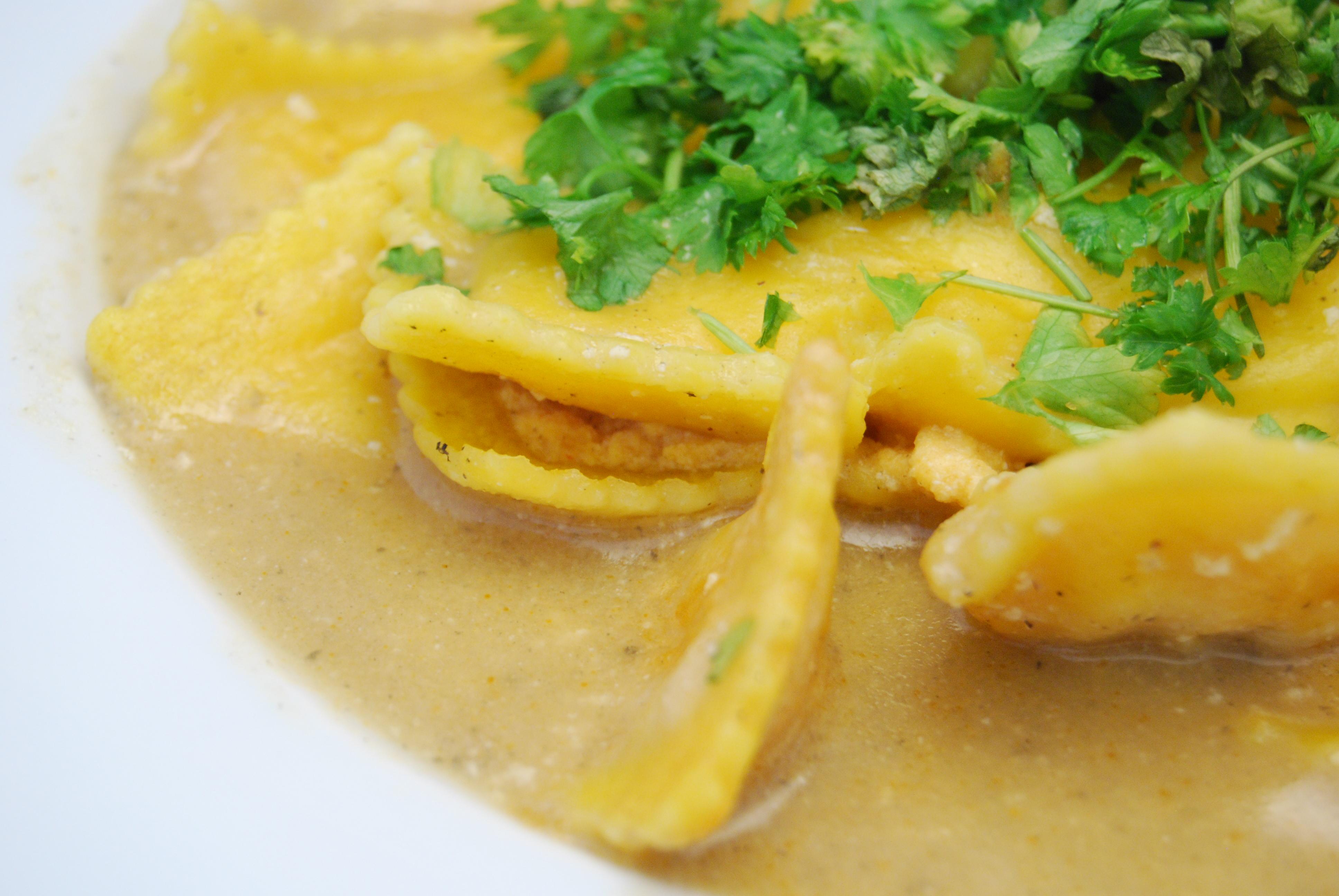 Hummer-Ravioli mit Fisch-Sauce