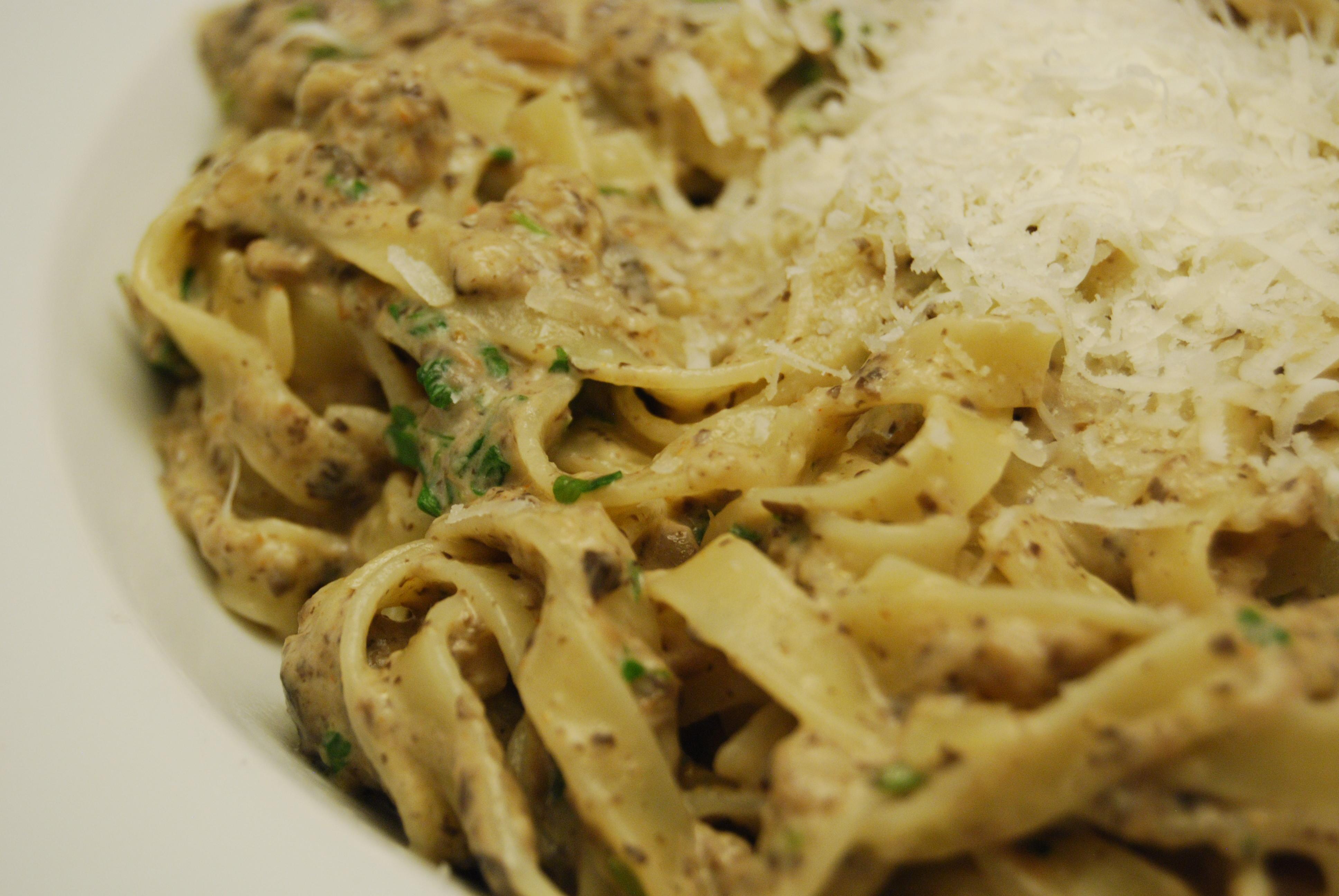 Tagliatelle mit Champignon-Pesto