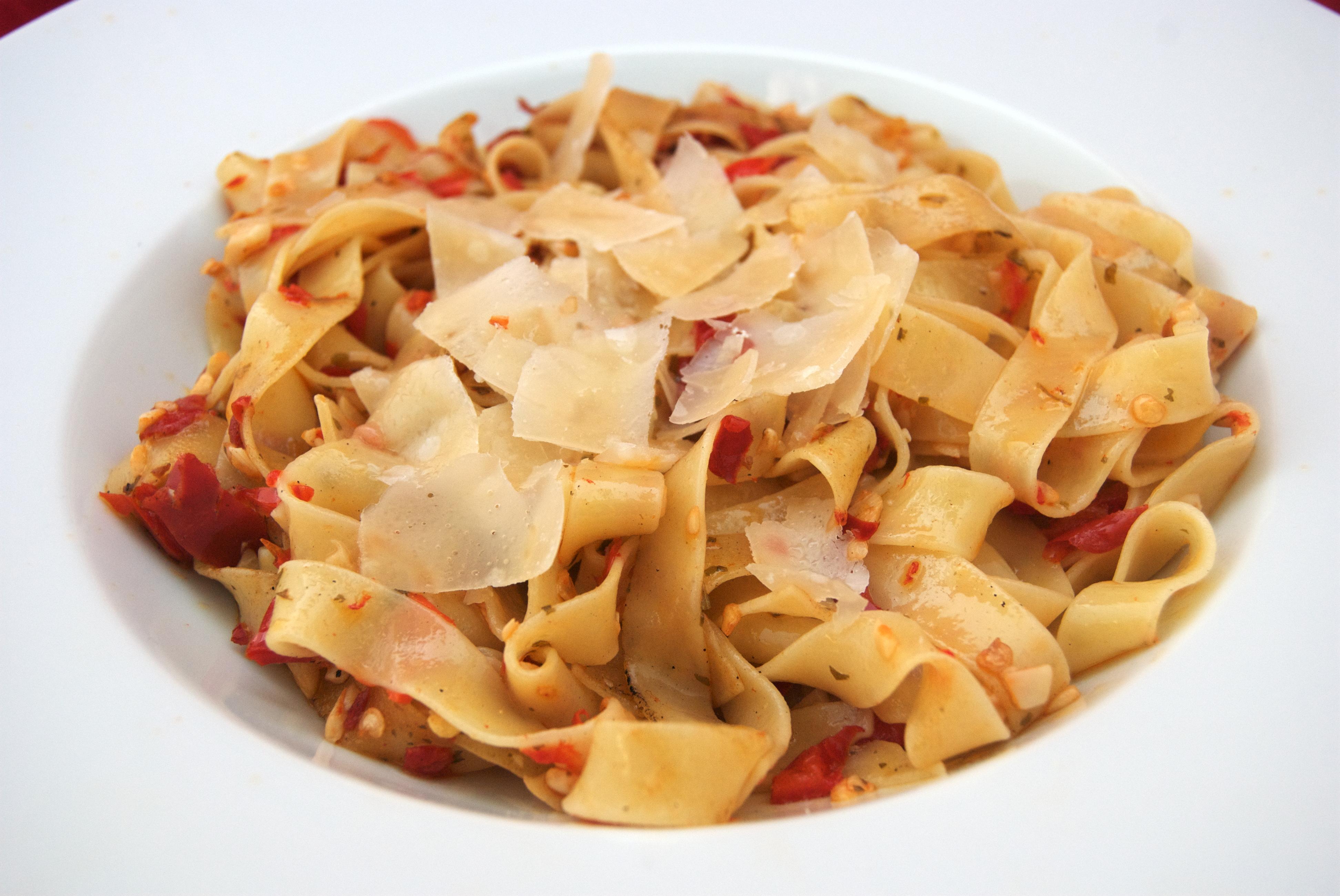 Fettuccine aglio, olio e peperoncino