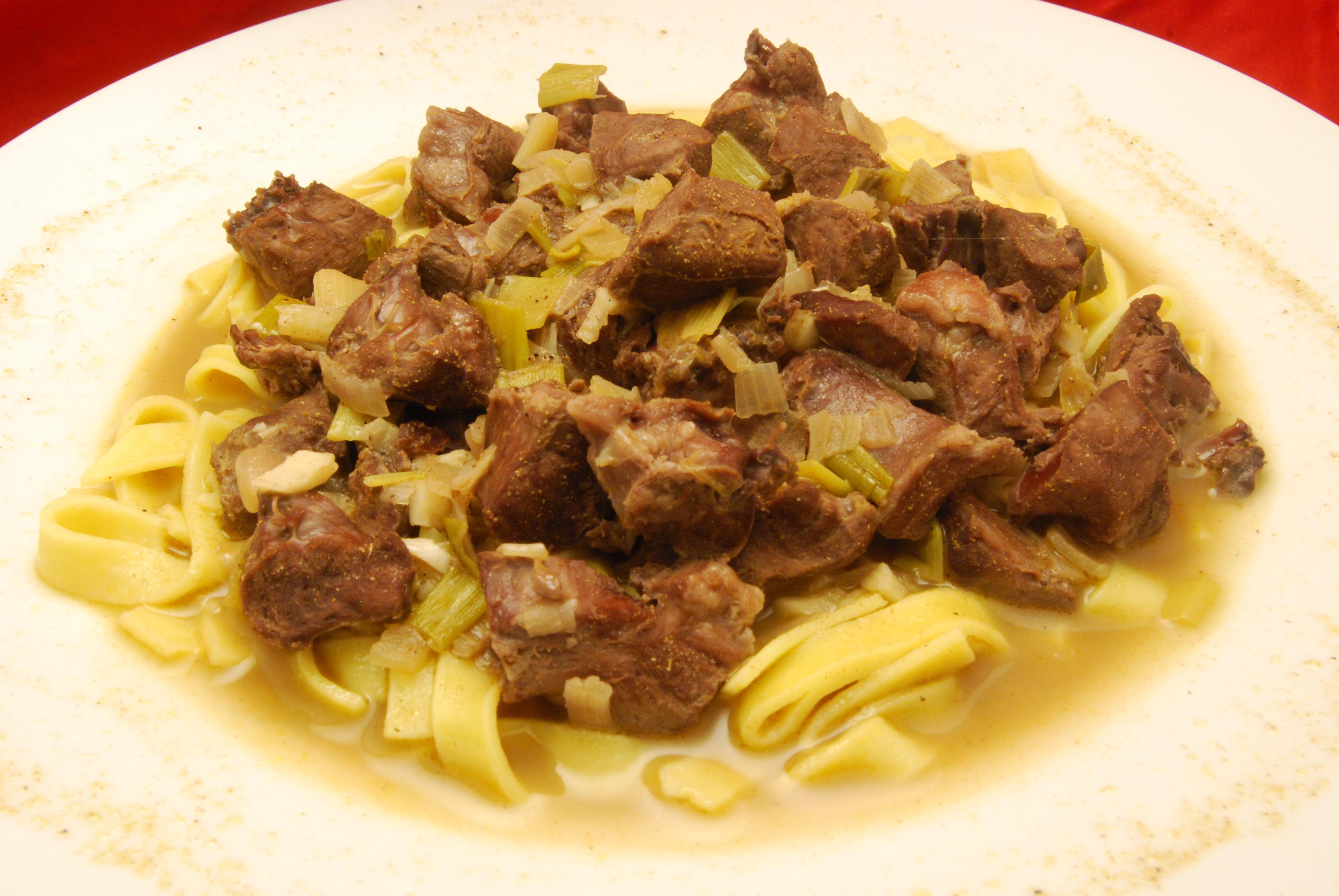 Herz-Ragout in Weißwein-Sauce mit Fettucine
