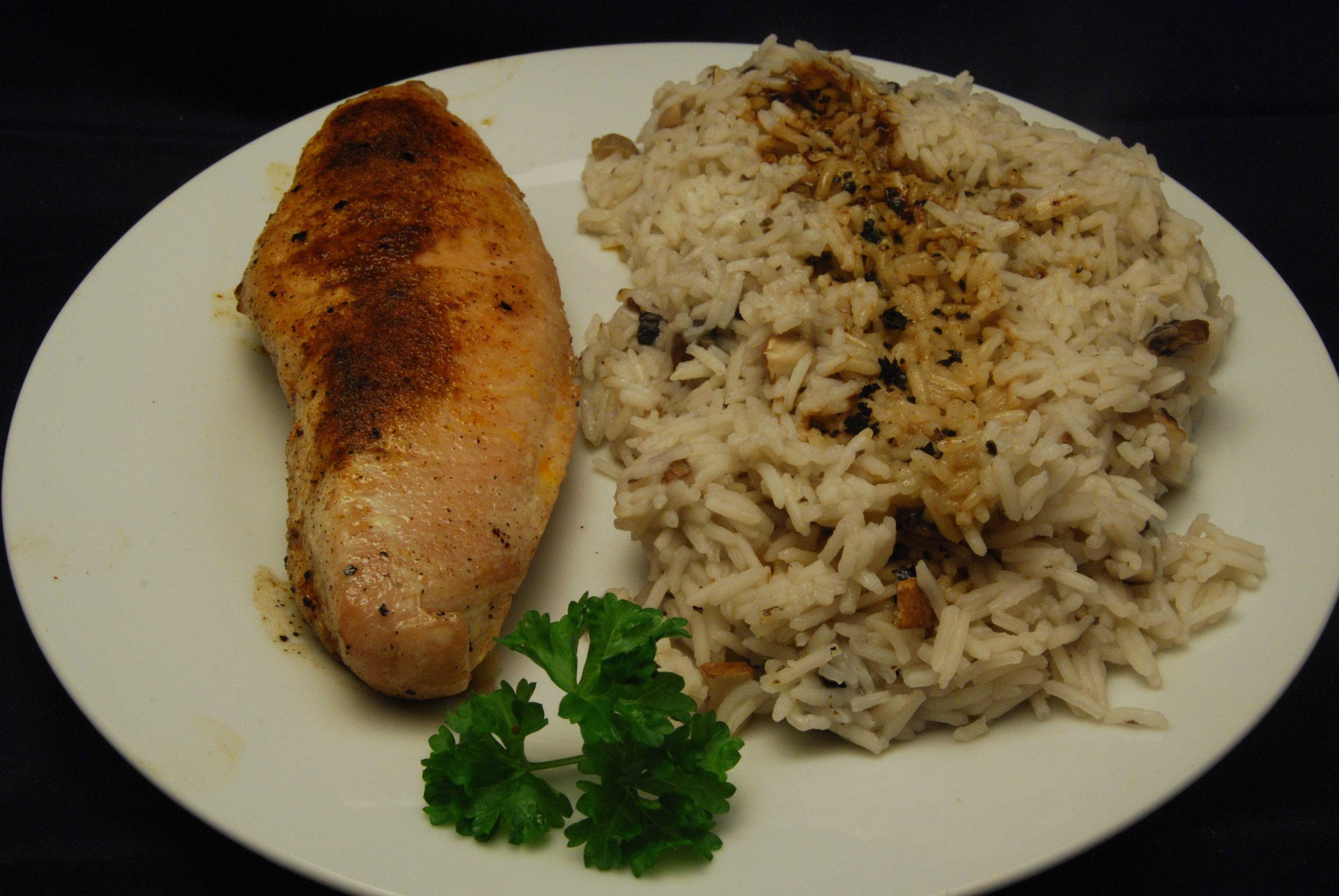 Hähnchen-Brustfilet mit Champignon-Reis