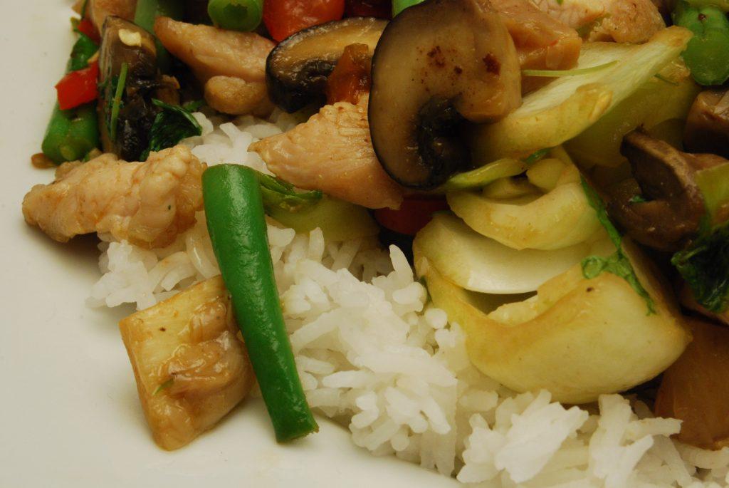 Hähnchenfleisch mit Gemüse asiatisch
