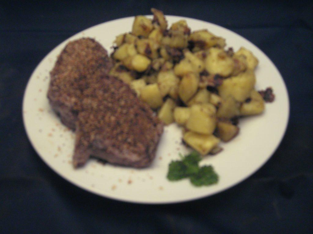Minuten-Steaks mit gebratenen Kartoffelwürfeln