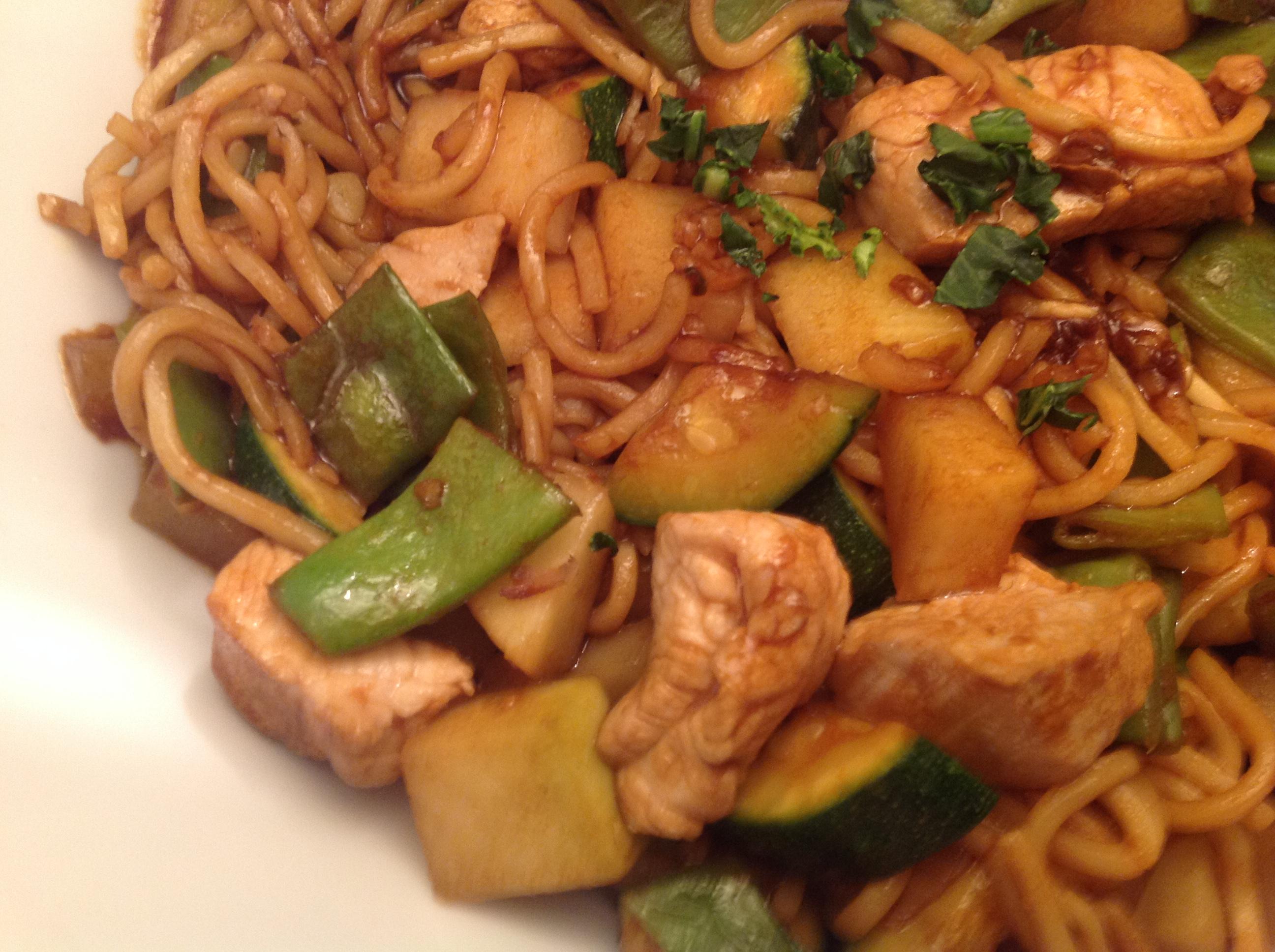 Putenfleisch mit Gemüse und Mi-Nudeln