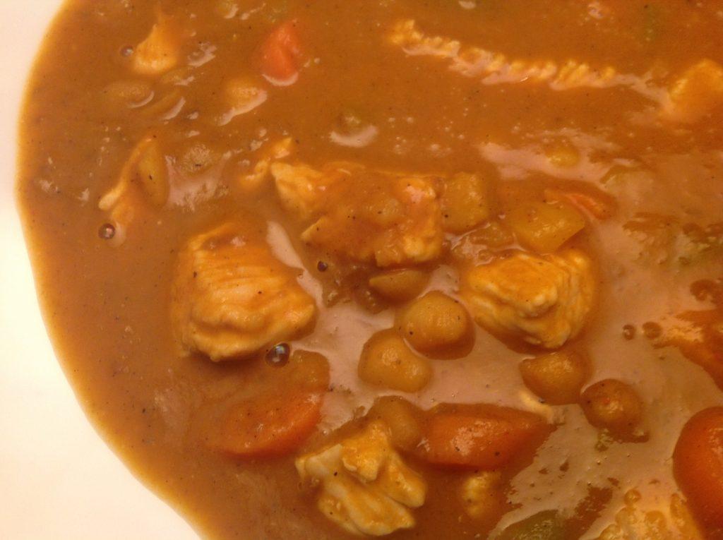 Malayischer Gemüsetopf mit Putenfleisch und Chili-Schoten