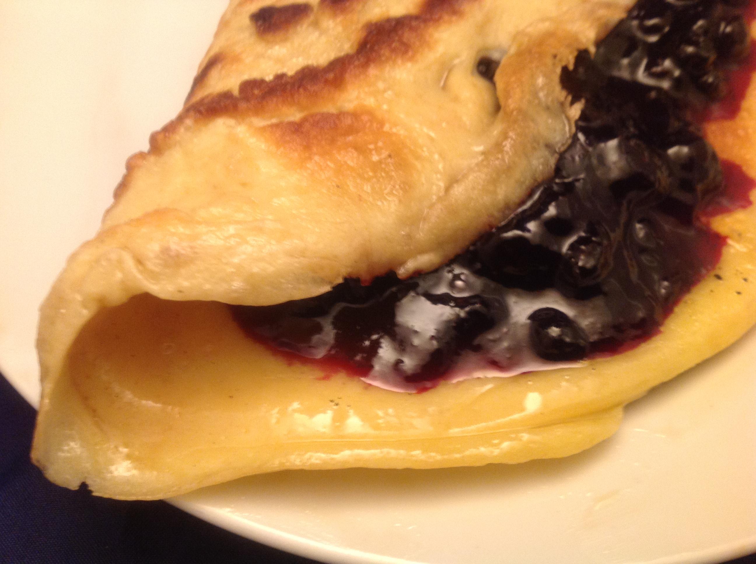 Pfannkuchen mit Heidelbeer-Marmelade-Füllung