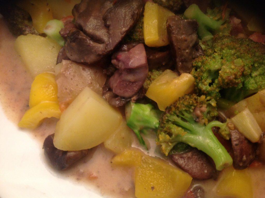 Schweineniere-Kartoffel-Gemüse-Ragout in Sahne-Sauce