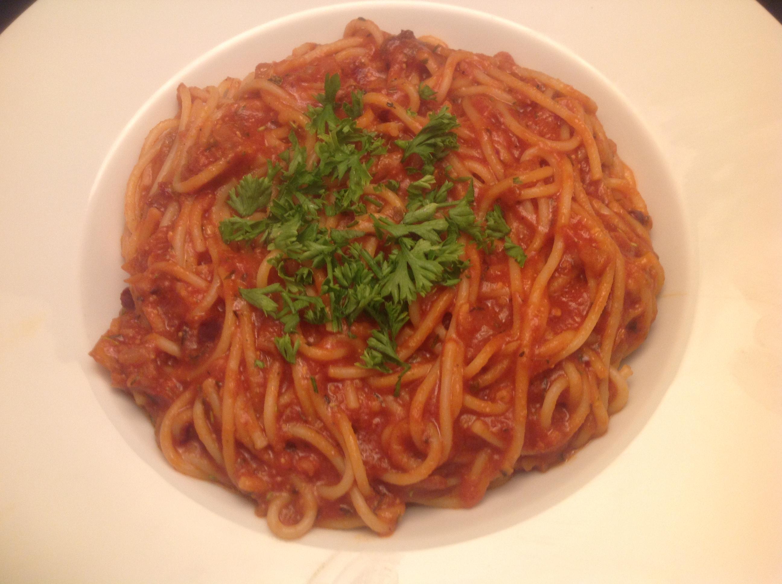 Spaghetti mit Tomaten-Sauce