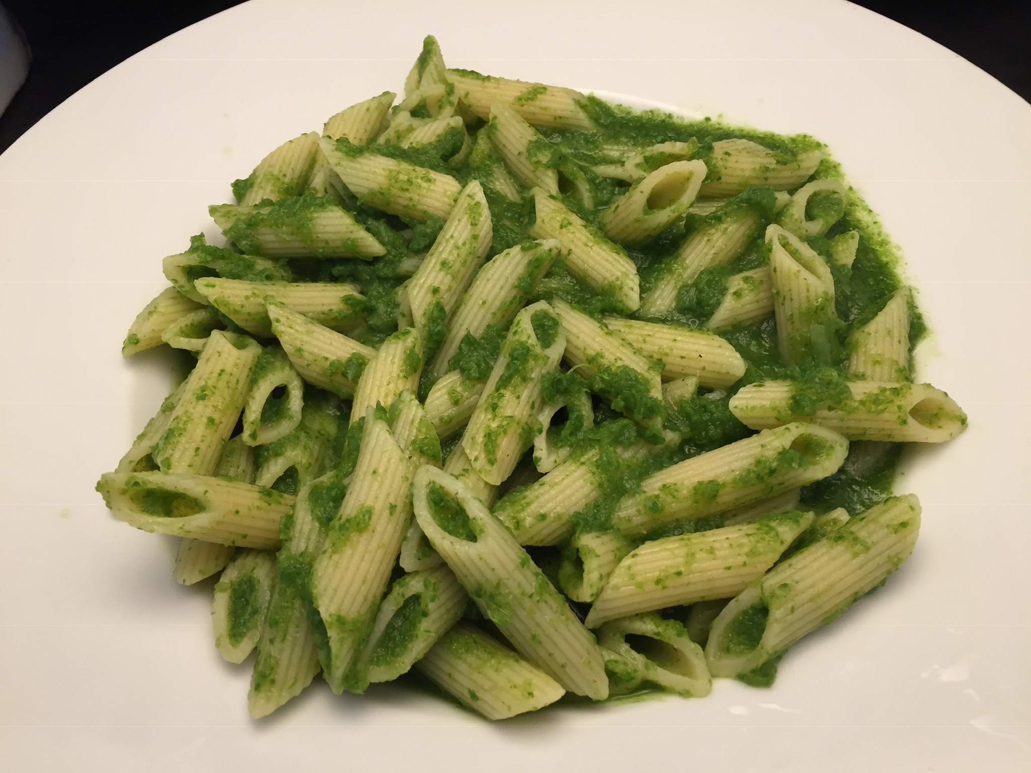 Penne Rigate mit Rucola-Riesling-Pesto
