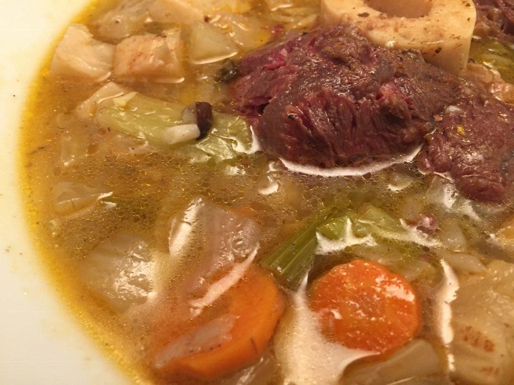 Gemüse-Eintopf mit Beinscheibe