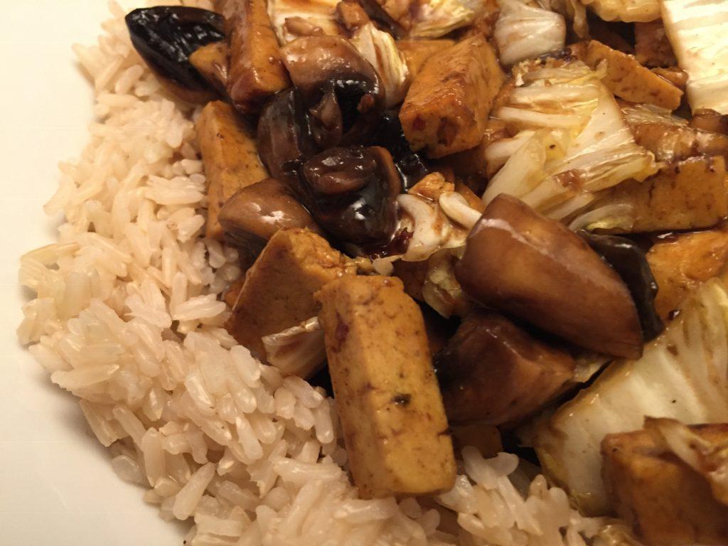 Tofu, Champignons, Chinakohl und Jasmin-Reis