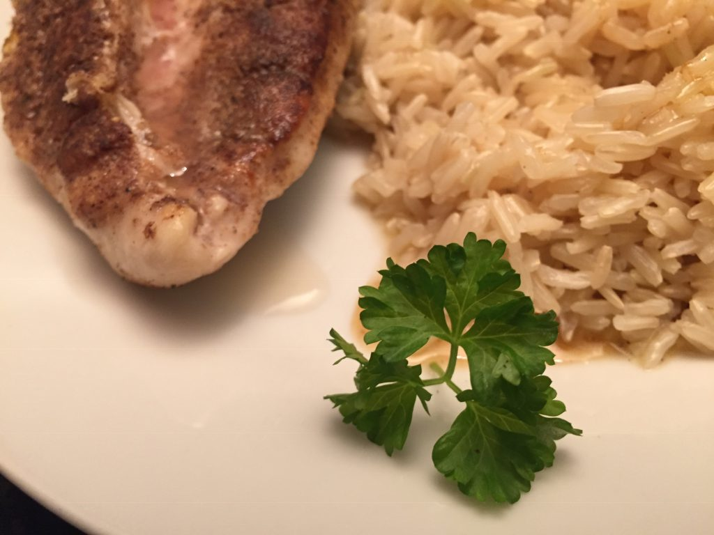 Hähnchenbrustfilet und Jasmin-Reis mit Chardonnay-Sauce