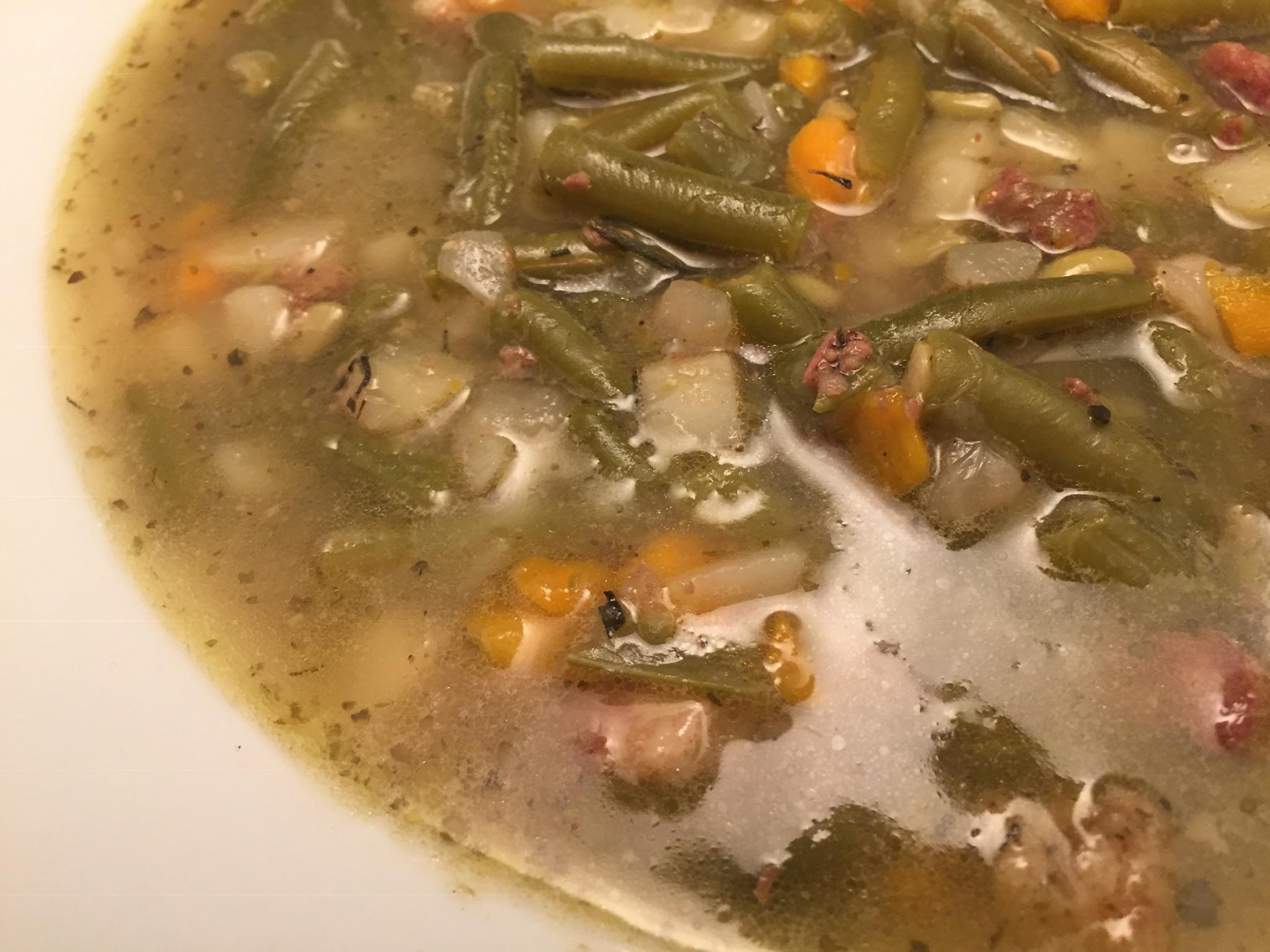 Bohnen-Eintopf mit Bauchspeck und Suppenfleisch