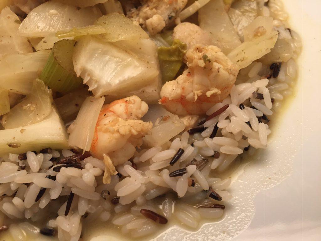 Welsfilet, Riesengarnelen, Gemüse und Langkorn-Reis