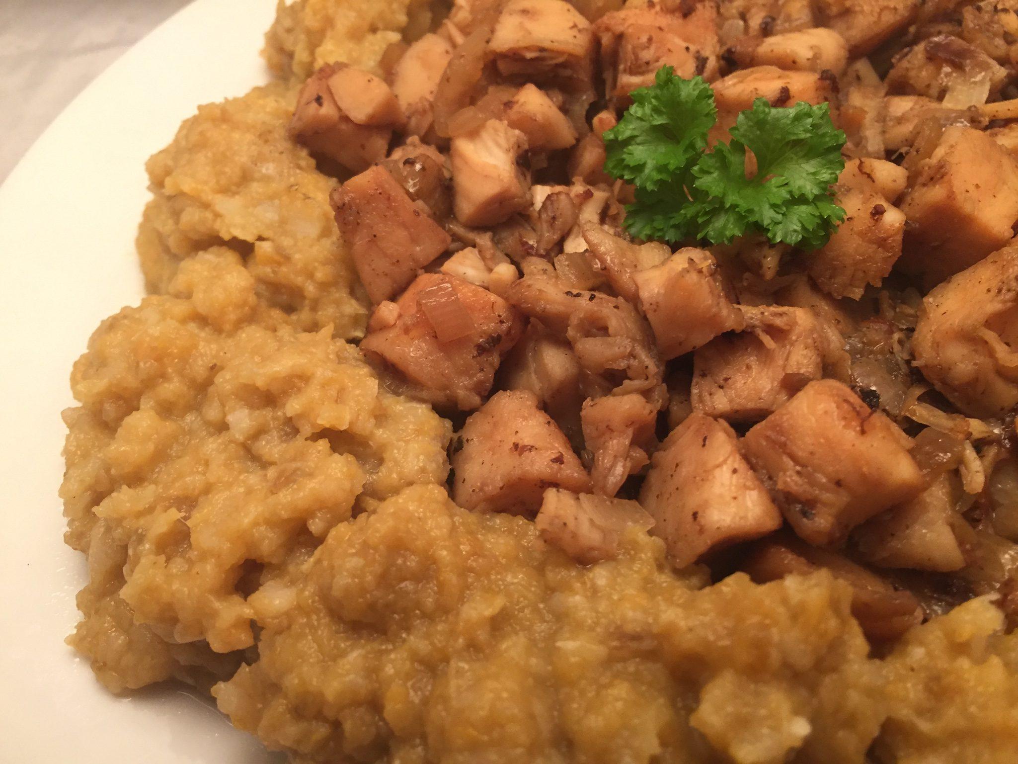 Hähnchenbrust und Süßkartoffel-Pastinaken-Stampf mit Weißwein-Sauce