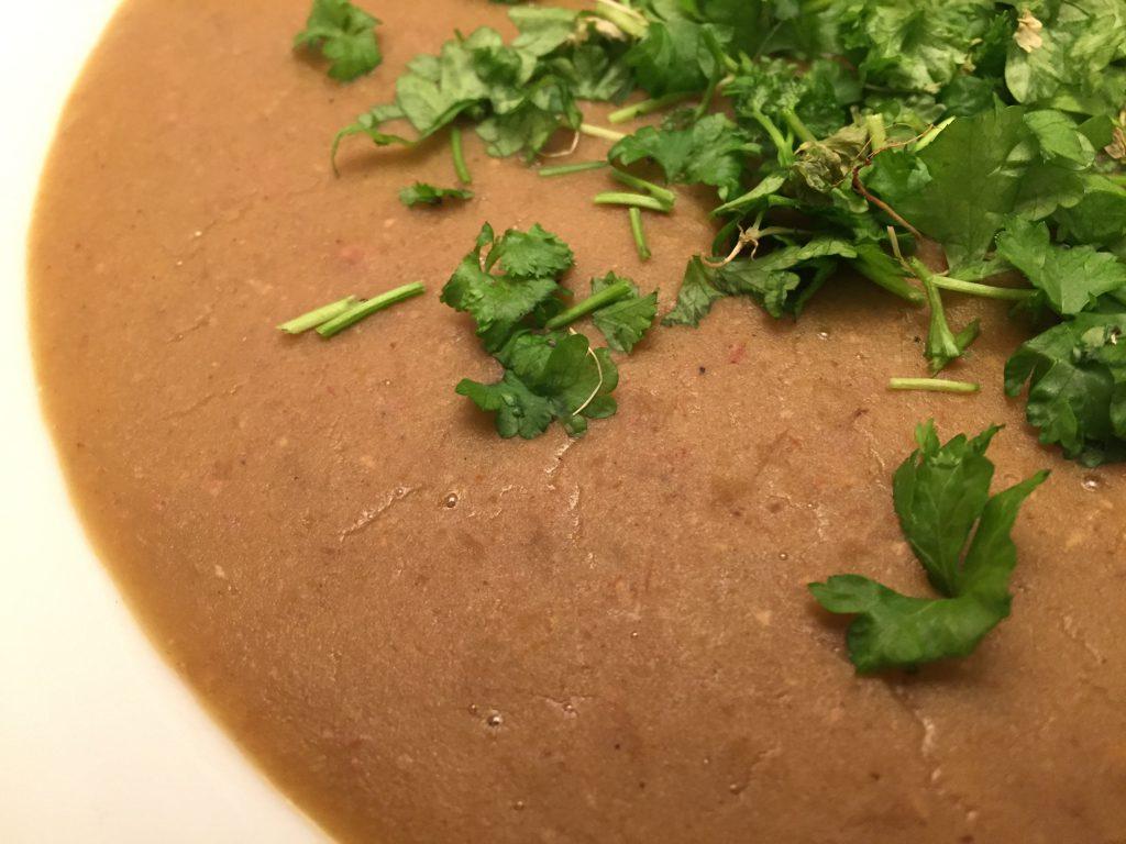 Feine, pürierte Curry-Linsensuppe