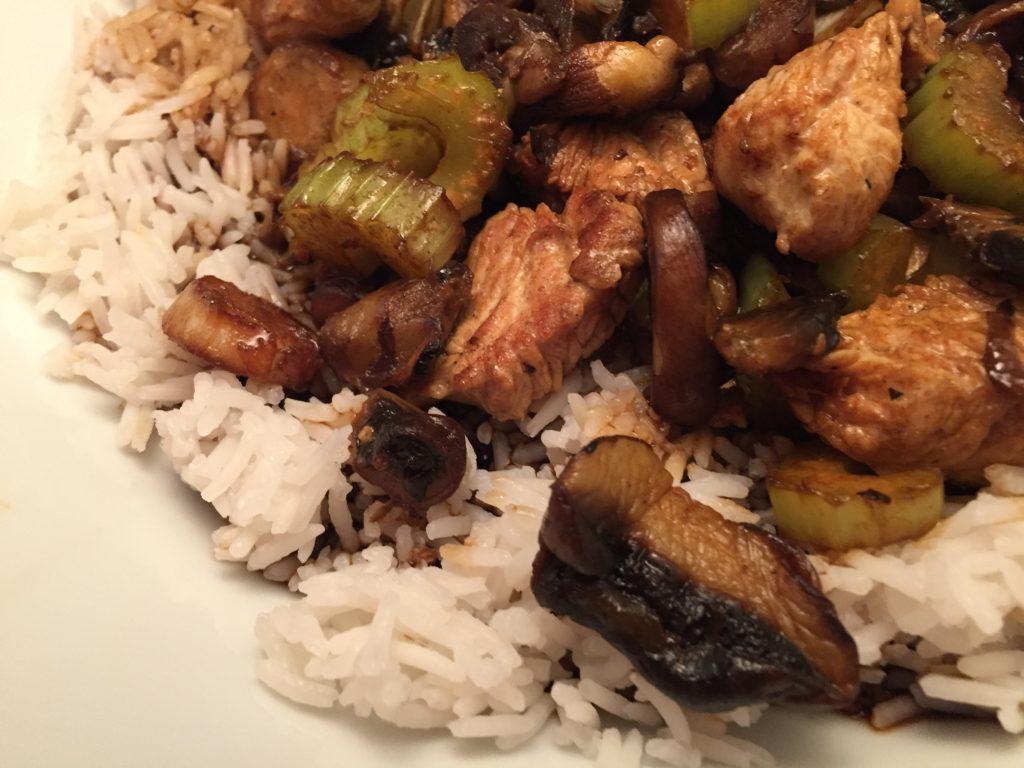 Pute, Gemüse und Basmati-Reis asiatisch