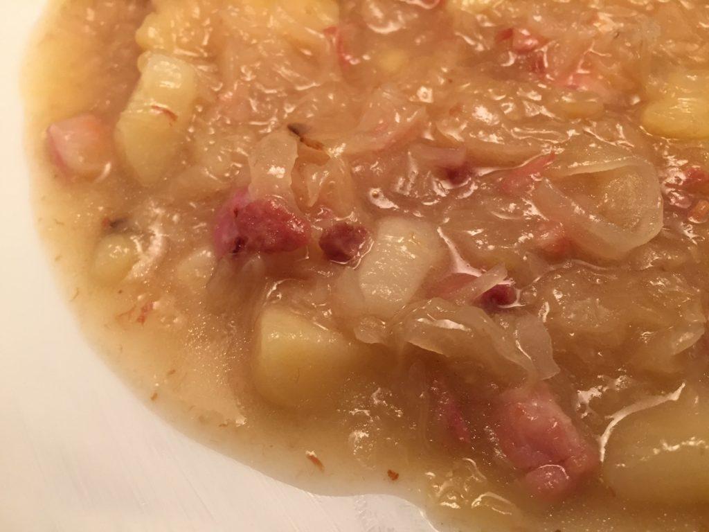 Sauerkraut, Kartoffeln, Kasseler und Bauchspeck