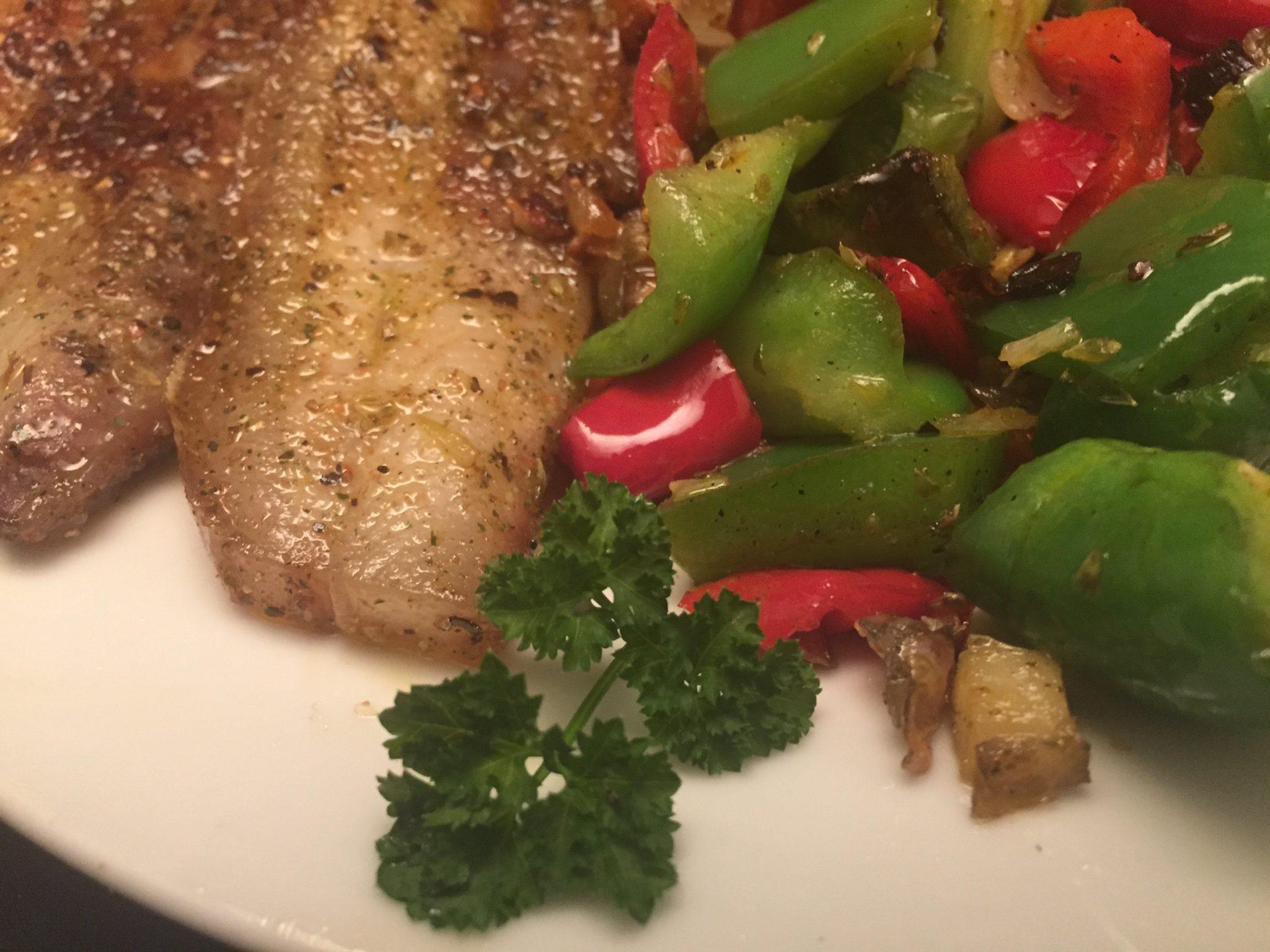Schweinebauch und Paprika-Gemüse