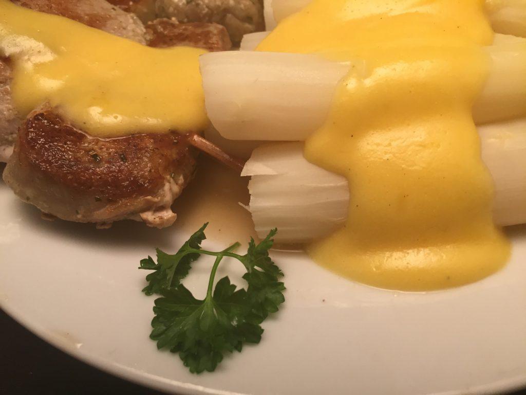 Filet-Spieße, Spargel und Sauce Hollandaise